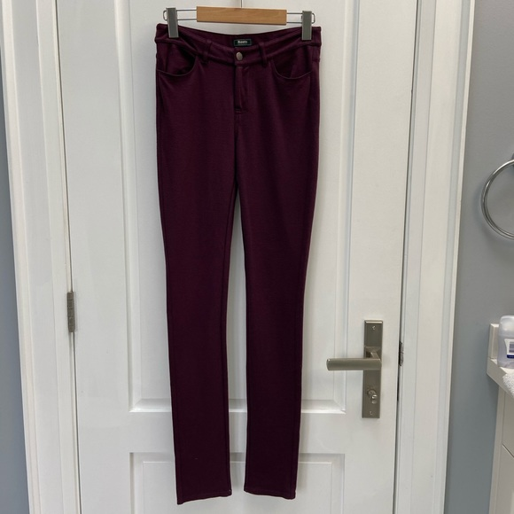 ⭐️DONATING SOON MUST GO Roots pants size xs